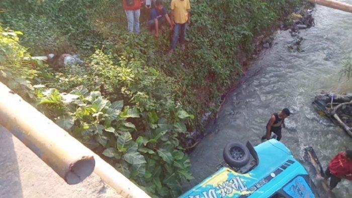 Gegara Angkot Terjun ke Sungai di Kota Kendari, 11 Penumpang Luka-luka hingga Patah Tulang