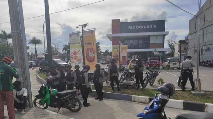 Imbas Didatangi Perusuh, Brimob Polda Sultra Siaga di Lippo Plaza, Maxcell hingga McDonald's Kendari