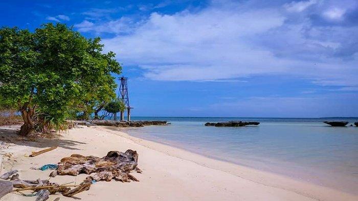 Bagian lain dari Pulau Hoga yang terdapat Kaledupa, Wakatobi.
