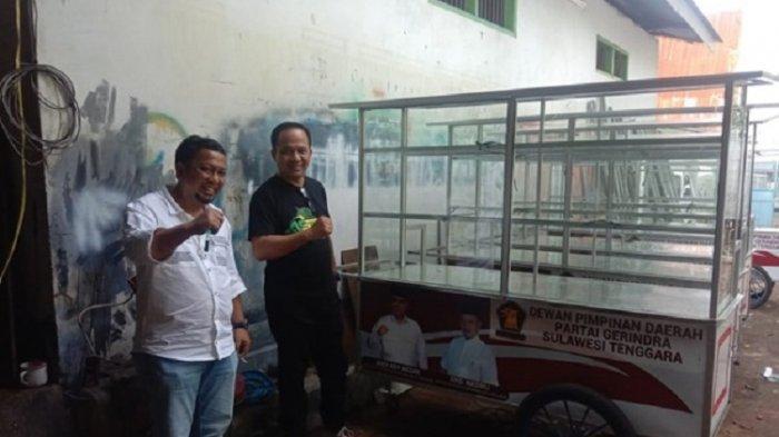 DPC Gerindra Baubau menerima bantuan 10 unit gerobak usaha dari DPD Gerindra Sultra