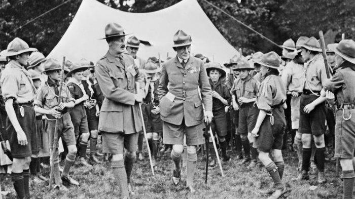 Sir Baden Powell disuatu tempat di Harfordshire.
