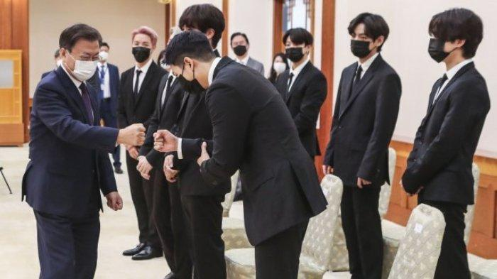 BTS bertemu Presiden Moon Jae In di Gedung Biru pada Selasa (14/9/2021)