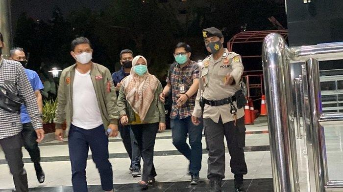Bupati Kolaka Timur Andi Merya Nur Tiba di Gedung Merah Putih KPK, Disambut Puluhan Awak Media
