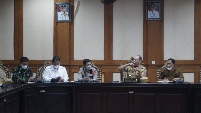 Kabupaten Konawe Utara (Konut) ditetapkan status darurat bencana banjir, longsor, gelombang tinggi, pada rapat di kantor Bupati, Wanggudu, Kecamatan Asera, Kabupaten Konut, Provinsi Sulawesi Tenggara (Sultra), Senin (12/07/2021).