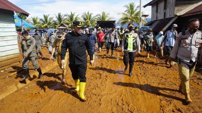 Bupati Konawe Utara Bantu Bangun 30 Rumah Warga Terdampak Banjir dan Tanah Longsor
