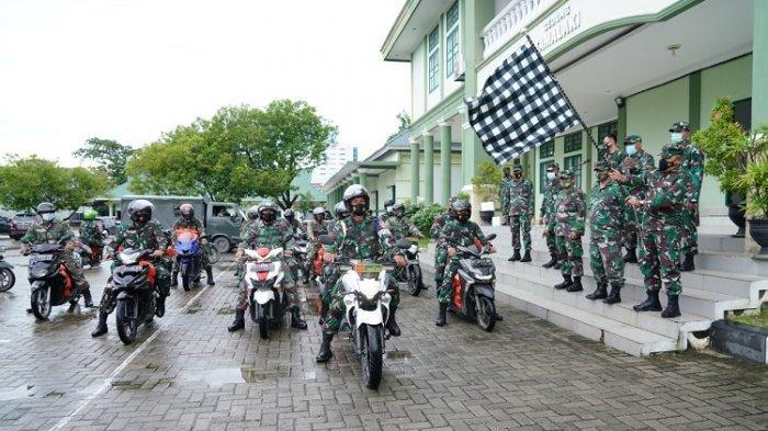 Danrem 143/HO Brigjend TNI Jannie A Siahaan saat melepas personel untuk mendistribusikan bantuan ke beberapa tempat di wilayah Korem 143/Halu Oleo Kendari, Rabu (21/07/2021)/