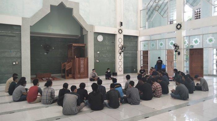 Kecelakaan Maut di Bombana Tewaskan 6 Korban, Mahasiswa Teknik Mesin UHO Kendari Gelar Doa Bersama