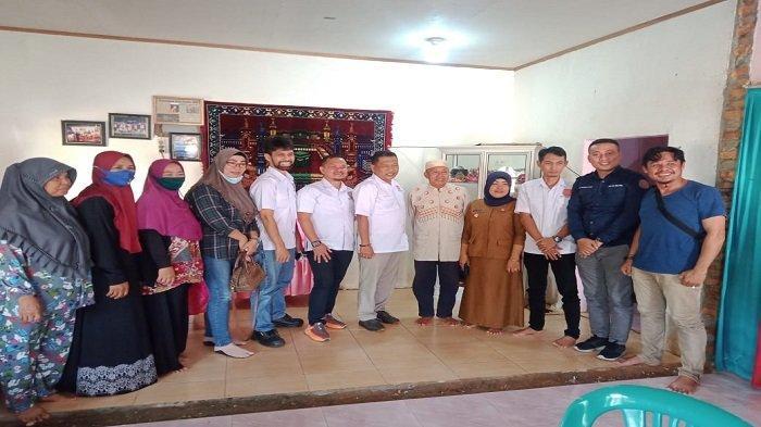 DPD REI Sultra Berikan 1 Unit Rumah untuk Apriyani Rahayu di Kompleks Anggaberi Permai Konawe