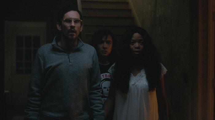 Sinopsis Film Boo, Apa yang Terjadi Jika Bingkisan Halloween Cuma Dianggap Prank?