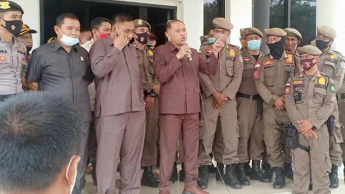 DPRD Konawe Sebut Perbaikan Jalan di Routa Sementara Proses Lelang, Masyarakat Diminta Bersabar