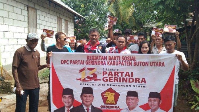 DPC Partai Gerindra Kabupaten Buton Utara menyerahkan bantuan sembako kepada warga