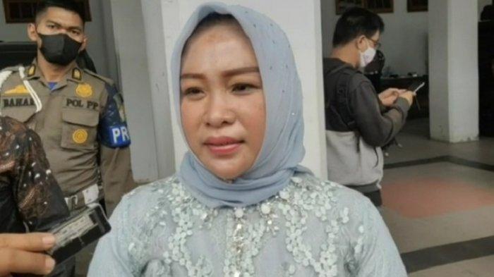 Diana Samsul Bahri, istri mendiang bupati almarhum Samsul Bahri Madjid.