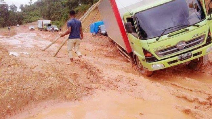 16 Kilometer Jalan Rusak di Morosi, BPJN: Itu Karena Banyak Mobil Tambang yang Lewat