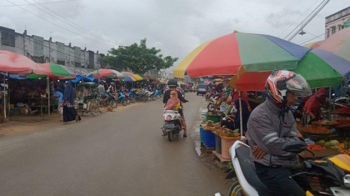 Pengunjung Pasar Anduonohu Kendari Ramai Berbelanja Meski Beberapa Harga Sembako Melonjak