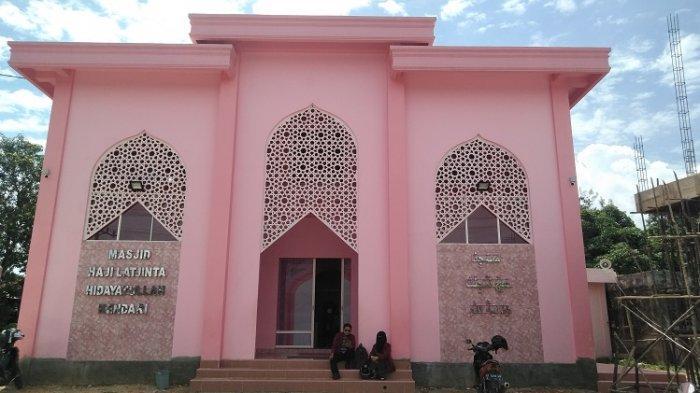 7 Fakta Tentang Masjid Pink Haji Latjinta Hidayatullah Kendari
