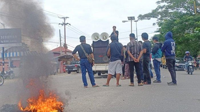BREAKING NEWS: Mahasiswa dan Masyarakat di Routa Konawe Berunjuk Rasa Tuntut Lokasi Tambang