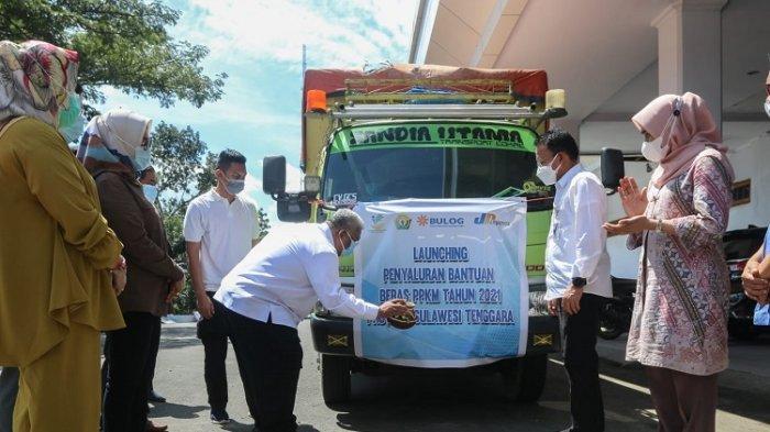 Gubernur Ali Mazi Salurkan Bantuan Beras PPKM untuk 221.413 Kepala Keluarga se Sultra