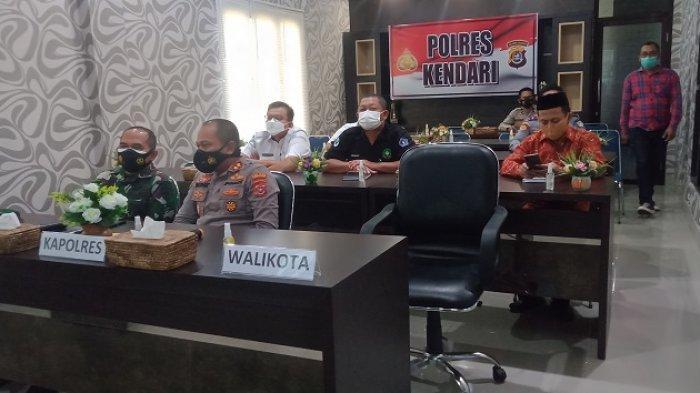Rapat koordinasi lintas sektoral secara virtual dalam rangka mempersiapkan pengamanan menjelang Idul Fitri 1442 H di pimpin oleh Kapolri Jendral Listyo Sigit Prabowo di ruang rapat Rupatama Polrestabes Kendari.