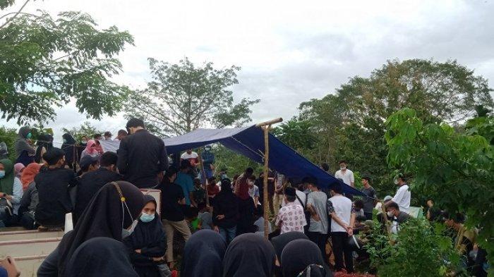 Suasana Haru Menyelimuti Pemakaman Mahasiswa Korban Tenggelam di Pantai Batu Gong Konawe