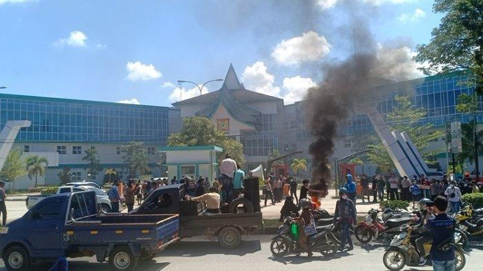 BREAKING NEWS: Puluhan Massa Demo di Rumah Sakit Konawe Imbas Dugaan Malpraktik Bayi