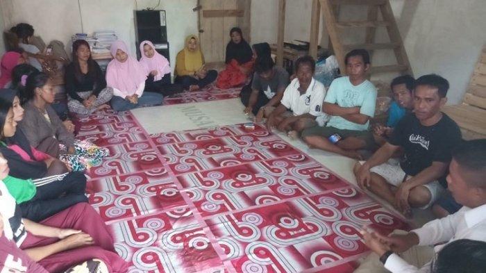 Warga di Kelurahan Kulisusu menerima kunjungan dari DPC Partai Gerindra KabupateN Buton Utara