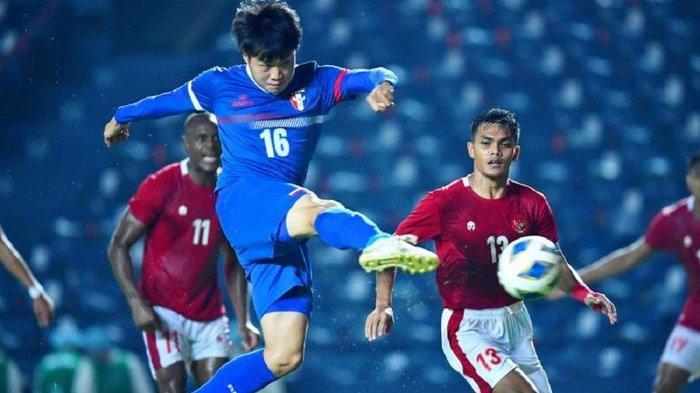 Gelandang Timnas Taiwan Hsu Heng-pin membobol gawang Timnas Indonesia dalam leg 1 play-off Kualifikasi Piala Asia 2023. Nonton live Indonesia vs Taiwan pada Leg 2 Play Off Kualifikasi Piala Asia 2023 pada Senin (11/10/2021) malam ini.