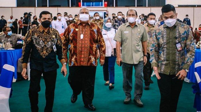 Gubernur Sulawesi Tenggara Ali Mazi Minta DPD RITak Bandingkan Pembangunan di Daerah Kepulauan