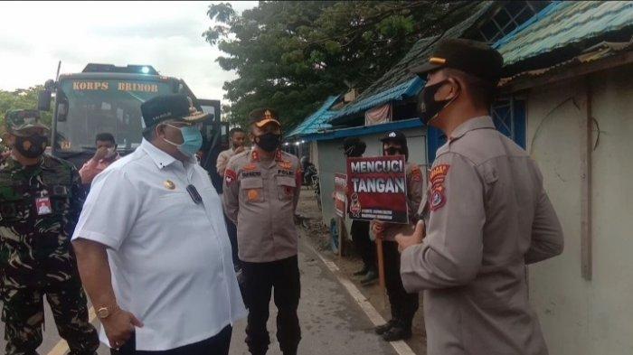 Gubernur Sulawesi Tenggara Minta Petugas Santun ke Masyarakat saat Sidak PPKM Mikro