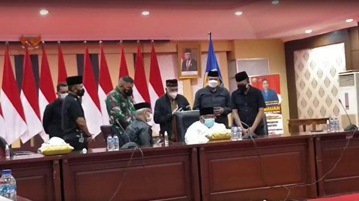 Gubernur Sulawesi Tenggara (Sultra) Ali Mazi mengirimkan doa untuk istri Agista Ariany Bombay yang meninggal dunia saat proses pemulasaran jenazah dari Rumah Jabatan (Rujab) Gubernur Sultra, Kota Kendari, Provinsi Sultra, Selasa (13/07/2021) malam.