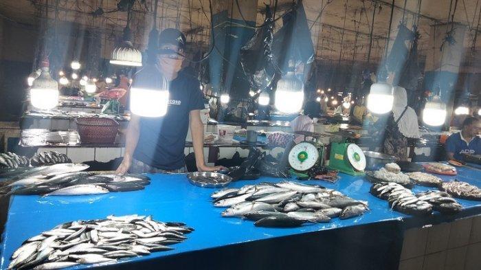 Penjual Ikan di Pasar Basah Korem, Kota Kendari, Sulawesi Tenggara, Senin (30/8/2021).