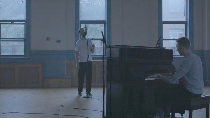 Lirik Lagu Location Unknown - HONNE feat BEKA, Single dari Album Love Me/ Love Me Not