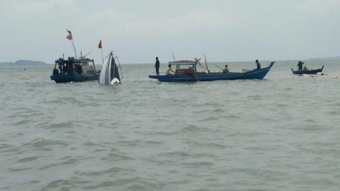 Bupati Buton Selatan (Busel), La Ode Arusani, dipastikan tak ikut menumpang speed boat rombongan bupati yang mengalami kecelakaan laut di Busel, Minggu (04/04/2021).(foto ilustrasi speed boat tenggelam).
