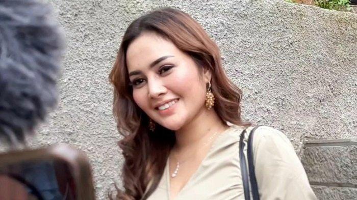 Mengaku Tak Dinafkahi Mael Lee, Intan Ratna Juwita Pilih Jualan Es Kelapa Muda
