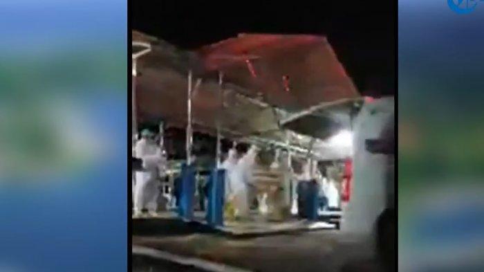Jenazah Istri Gubernur Sultra Agista Ariyani Diantar Menggunakan Ambulance Covid-19