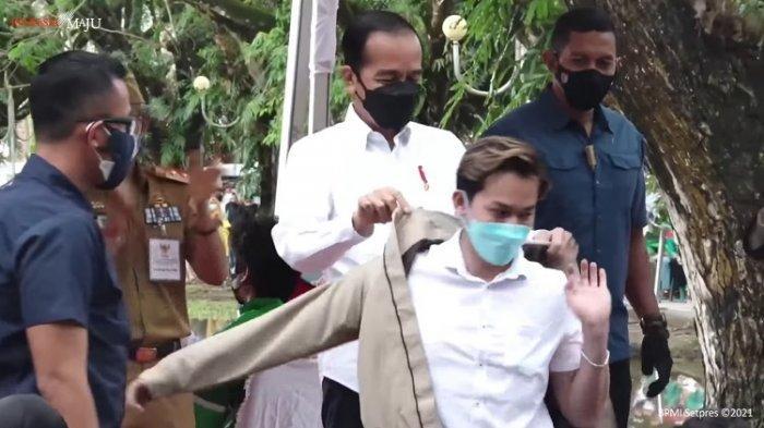 Presiden Jokowi Berikan Jaket Miliknya ke Seorang Pemuda di Kendari, Ternyata Artis TikTok