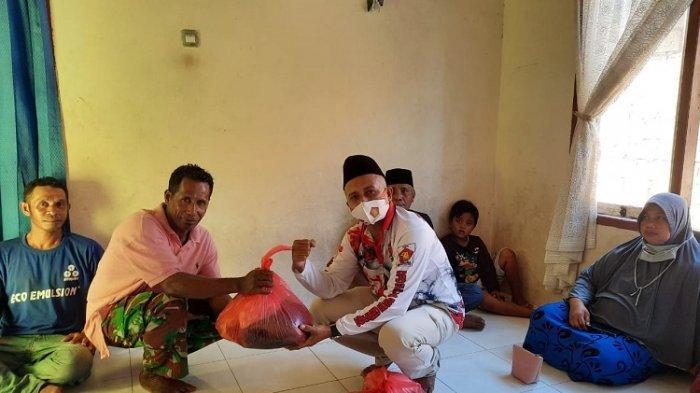 Dampak Ekonomi Pandemi Covid-19, Kader Partai Gerindra di Kabupaten Buton Diberi Paket Ramadan