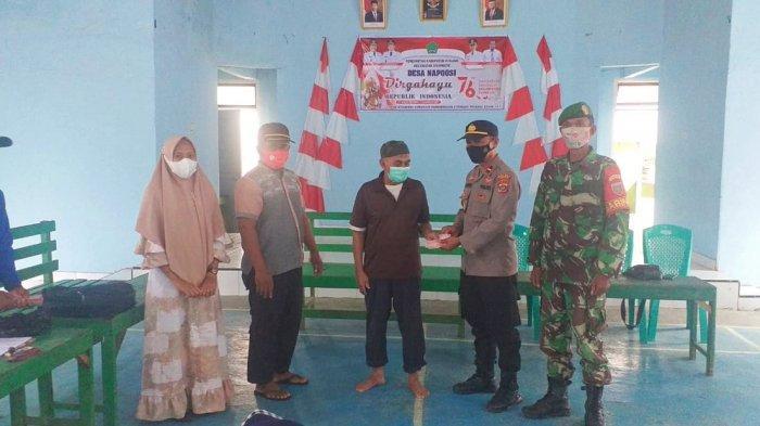 Penyaluran BLT Dana Desa Rp600 Ribu di Konawe Sulawesi Tenggara, Aparat Polsek Onembute Mengawasi