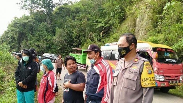 Sopir Ngantuk, Minibus Bawa 10 Orang Terjun ke Sungai, 3 Orang Hilang