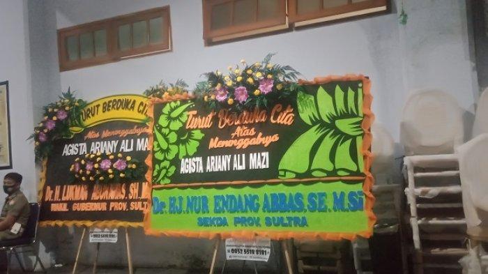 Halaman Rujab Gubernur Sultra Dipenuhi Karangan Bunga Ucapan Duka, Sejumlah Petugas Berjaga