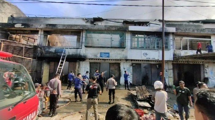 BREAKING NEWS: Toko Pecah Belah di Dekat Pasar Sentral Kota Lama Terbakar, 5 Bangunan Hangus