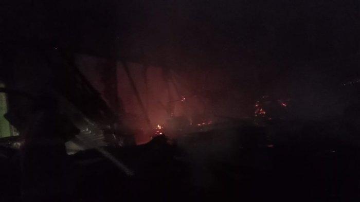 Kebakaran terjadi di kawasan Kota Lama Kendari, Kelurahan Kandai, Kota Kendari, Provinsi Sulawesi Tenggara ( Sultra), Rabu (24/03/2021) tengah malam hingga Kamis (24/3/2021) dinihari.