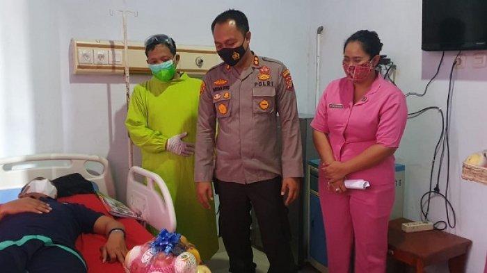 Kepala kepolsian Resor Kolaka Utara ( Kapolres Kolut) AKBP I Wayan Riko membesuk anak buahnya yang tengah dirawat di  Rumah Sakit Djafar Harun Kolaka Utara, Jumat (16/7/2021)