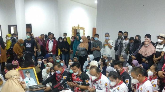 Ketua Gerindra Sultra dan Istri Melayat Bupati Koltim, Andi Ady: Kami Kehilangan Sosok Samsul Bahri