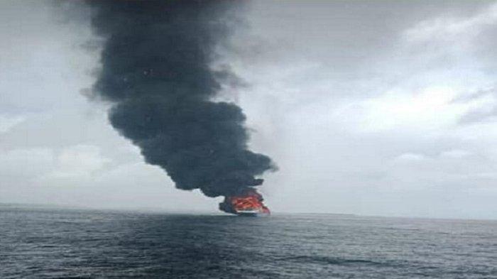 KM Bukit Sumber Poleang Terbakar di Perairan Pulau Baliara, 22 Penumpang Diselamatkan Nelayan