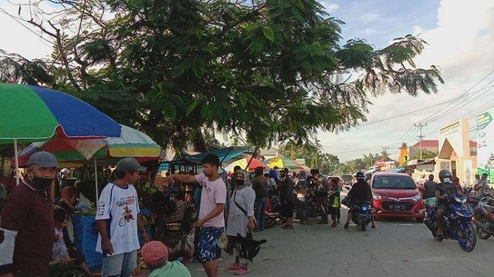 Kondisi Pasar Andouonohu Kendari yang Dipadati Warga Jelang Hari Raya Idul Adha 2021