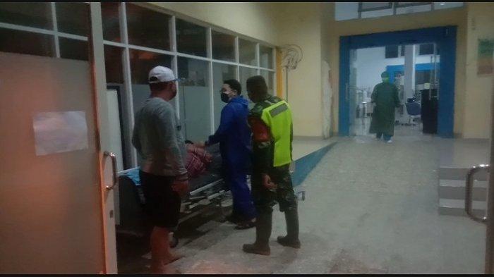 La Bini (18), korban banjir, berhasil tertolong, kini dirawat di Rumah Sakit Umum Daerah (RSUD) Kota Kendari.