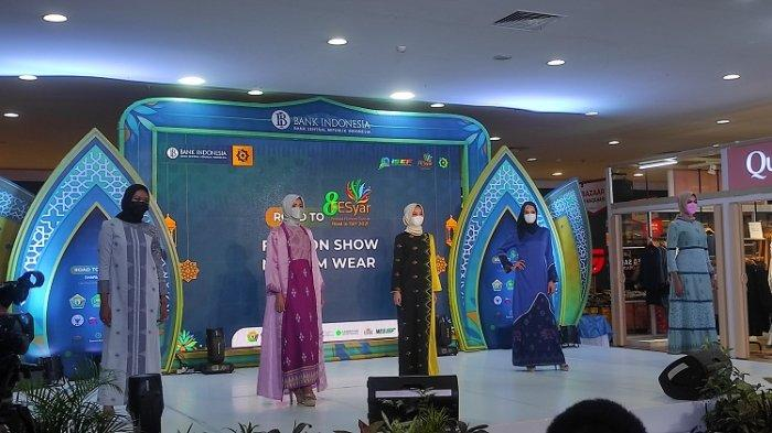 5 Busana Muslim Rancangan Agista Ariany, Istri Gubernur Sultra Dipamerkan, Bahan Kain Tenun Masaili