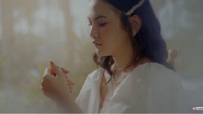 Lirik Lagu Melawan Restu - Mahalini, Single Kedua tentang Cinta yang Berakhir karena Terhalang Restu