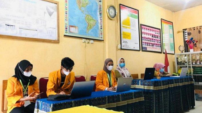 Mahasiswa KKN Tematik UHO Dampingi Guru di Ranomeeto Lebih Kreatif Manfaatkan Sarana Belajar Daring