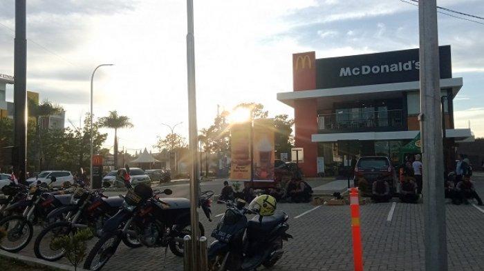 Akibat Bentrok Kelompok Pemuda di Kendari, Lippo Plaza dan McDonald's Dijaga Ketat Aparat Kepolisian